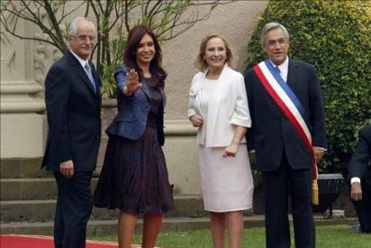 La argentina Kirchner recibirá al chileno Piñera