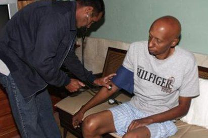 El periodista cubano en huelga de hambre recobra la conciencia y abandona el hospital