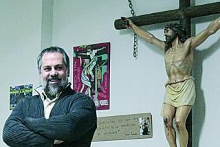 El párroco de San Carlos Borromeo denuncia identificaciones irregulares de inmigrantes