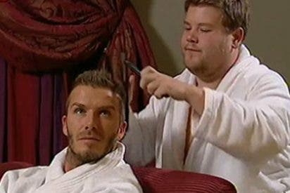 Beckham se mete en la cama con otro hombre