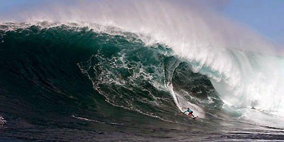 Un peruano corrió una ola gigante provocada por el terremoto en Chile
