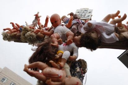 Cientos de víctimas de abusos de sacerdotes católicos se manifiestan en Berlín