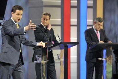 Los sondeos dan como vencedor del debate televisivo a Nick Clegge
