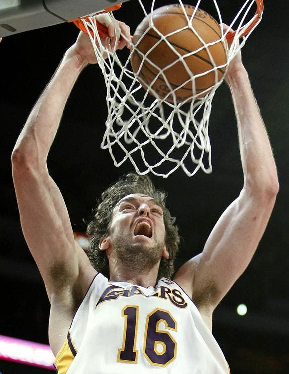 Durant y Brooks con los Thunder le dieron una lección a Bryant y Jackson de los Lakers