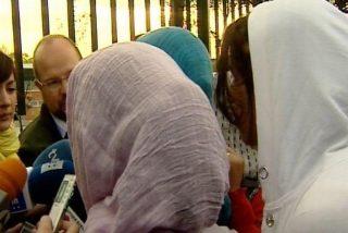 La familia de la joven del velo estudia denunciar al instituto