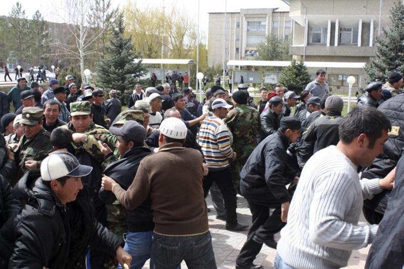 Kirguistán celebrará un referéndum constitucional en junio