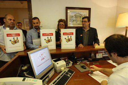 El PCE entrega 35.150 firmas para que las cuentas de la Casa Real sean públicas