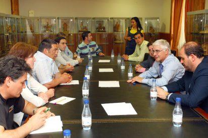 Barreda reitera su rechazo a su instalación en C-LM tras reunirse con la Plataforma contra el cementerio en Cuenca