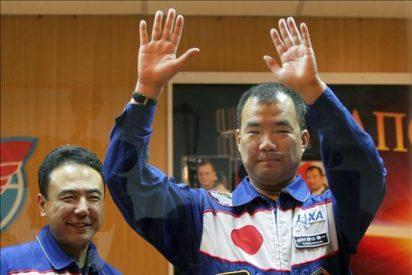 """Los astronautas nipones forman un dueto musical espacial y cantan al """"sakura"""""""