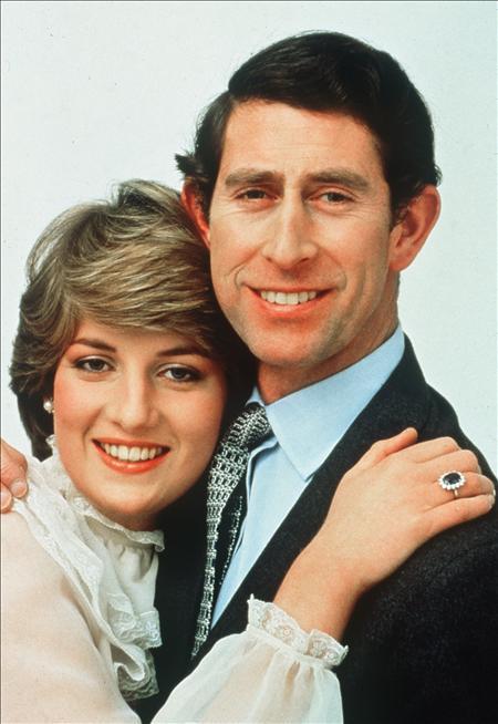 El vestido que llevó la princesa Diana en su primera aparición pública sale a la venta