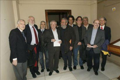 UGT y CCOO reúnen a miles de personas en la Universidad en defensa de Garzón