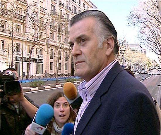 El PP cambia de escaño a Bárcenas, que vuelve a excusar su asistencia al pleno