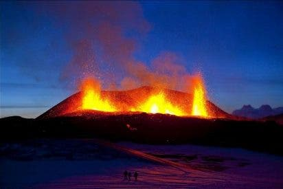 Las cenizas de volcán islandés perturban el tráfico aéreo en el Reino Unido
