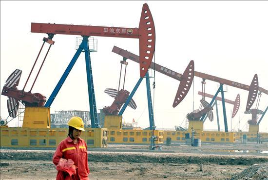 El crudo de Texas baja el 0,38 por ciento y cierra a 85,51 dólares por barril