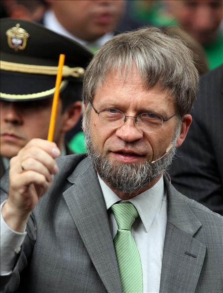 Santos y Mockus suben en un sondeo y se alejan de los otros candidatos a la Presidencia