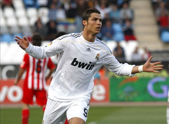 1-2. El Real Madrid saca el carácter en Almería para mantenerse en la lucha