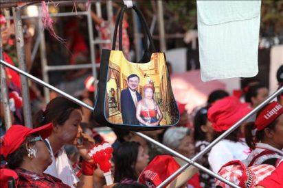 """Los """"camisas rojas"""" secuestran a dos altos oficiales de la Policía en Bangkok"""