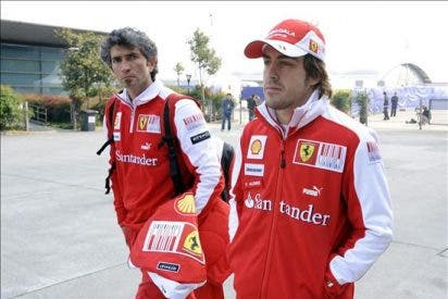 Button mejor tiempo en la primera sesión libre, Alonso rompe el motor