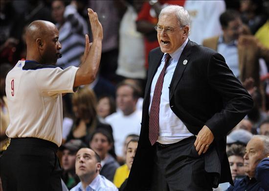 Phil Jackson volvió a ser multado con 35.000 dólares por criticar a los árbitros
