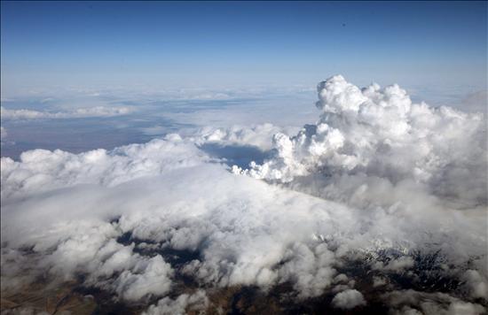 Alemania se suma a la alerta por las cenizas del volcán islandés y cierra nueve aeropuertos