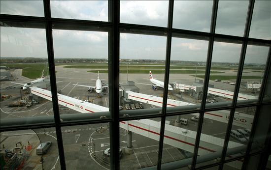 Londres amplía las restricciones aéreas hasta las 18.00 GMT