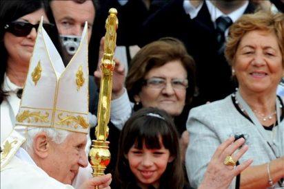"""El Papa se reúne con víctimas de curas pederastas y expresa su """"vergüenza y pesar"""""""