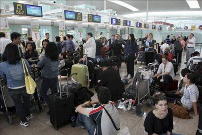 Doce aeropuertos españoles, entre ellos el de Barcelona, se sumaron al cierre europeo