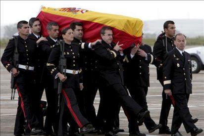 Llegan al tanatorio de Cádiz los cuerpos de los militares fallecidos