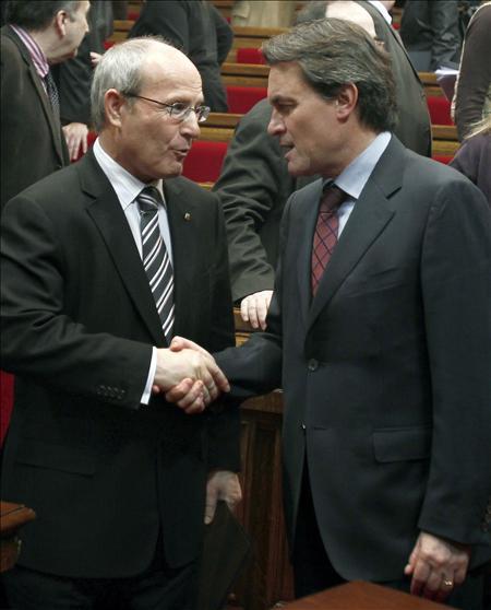 Montilla contacta con los líderes catalanes para que el Parlament pida renovar el Tribunal Constitucional