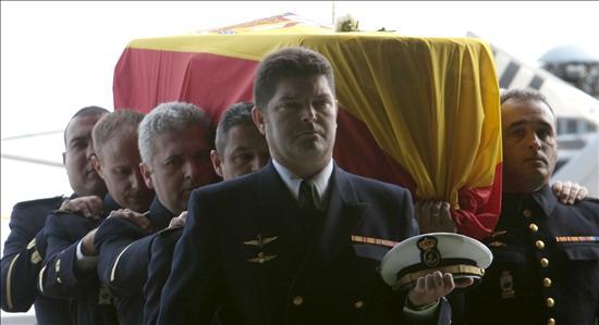 Los Reyes presiden el funeral en honor de los marinos fallecidos en Haití