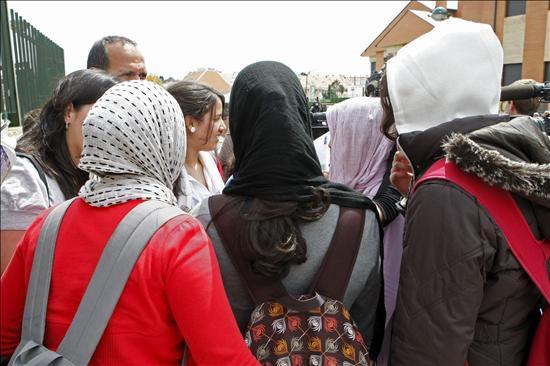 El Instituto de Pozuelo mantiene su negativa al uso del velo en clase