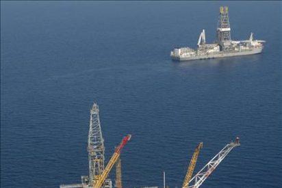 Buscan a 11 desaparecidos tras la explosión de una plataforma petrolera