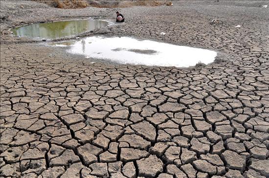 La ayuda para mejorar el acceso al agua y el saneamiento disminuyó en la última década