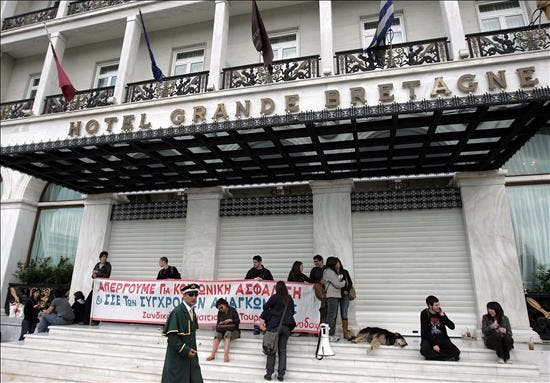 La huelga contra las medidas de ahorro paraliza el sector público griego