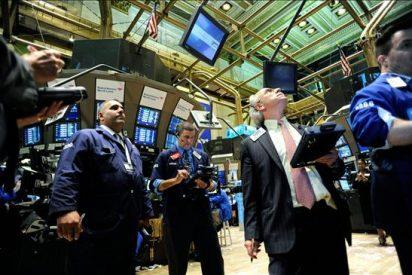 Wall Street baja el 0,81 por ciento pendiente de la visita de Obama