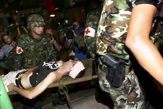 Al menos un muerto y unos 75 heridos por una cadena de explosiones en Bangkok