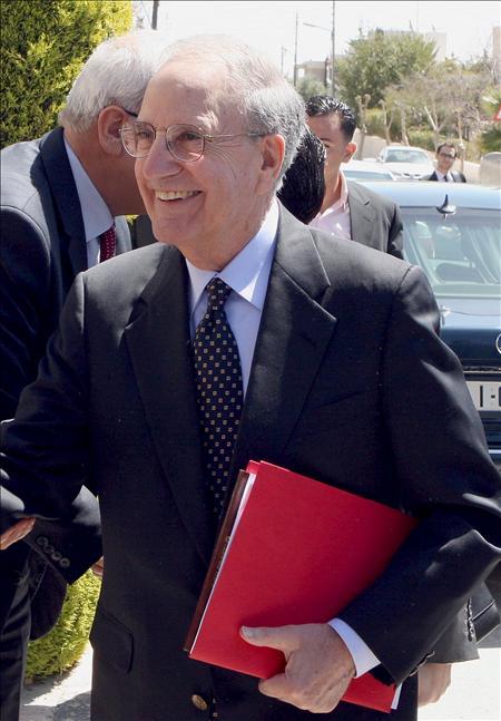 Mitchell comienza su intensa jornada negociadora con israelíes y palestinos