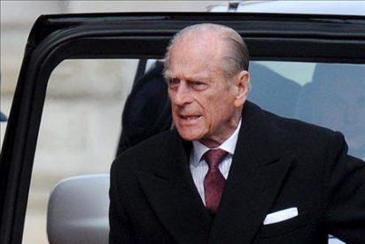 El duque de Edimburgo se lesiona el tobillo cuando montaba en carruaje