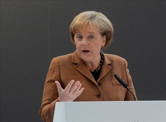 """Merkel denuncia que se continúa """"especulando demasiado"""" en los mercados"""