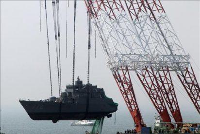 Corea del Sur alza la proa del buque de guerra hundido por una explosión