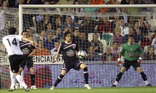 1-0. Un penalti marcado por Villa sostiene al Valencia en tercer puesto