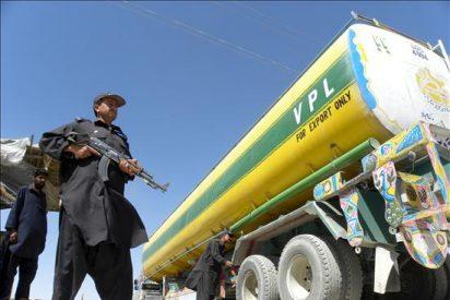 Cuatro policías paquistaníes mueren en un ataque a camiones cisterna de la OTAN