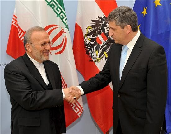 Mottaki y Amano trataron sobre el contencioso nuclear iraní en Viena