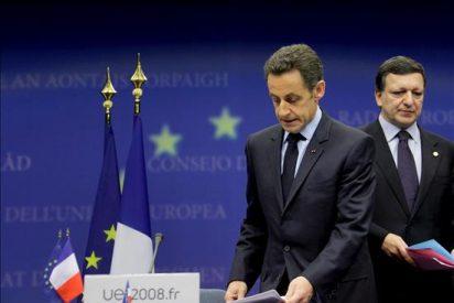 Sarkozy y Barroso tratan de buscar un consenso sobre las condiciones a Grecia