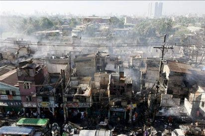 Al menos un muerto y 7.000 personas sin hogar tras un incendio en Manila