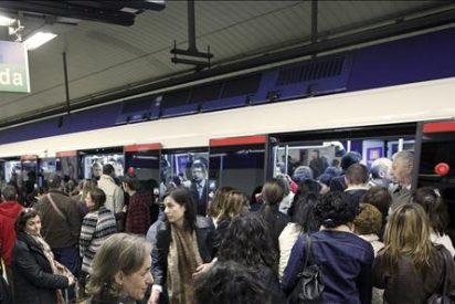 Un joven de extrema izquierda agrede a otro supuestamente de ultraderecha en el Metro
