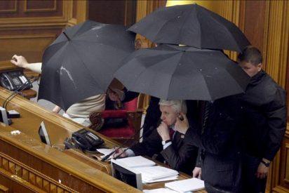Batalla campal en el Parlamento ucraniano por la ratificación de acuerdo con Rusia