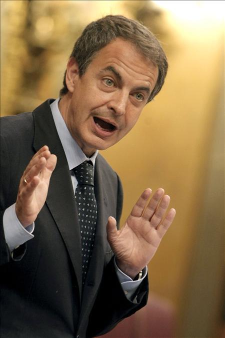 Zapatero cree que la recesión queda atrás, pero Rajoy le acusa de mentir