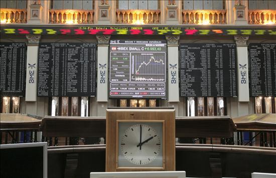La Bolsa española roza mínimos anuales a mediodía y el Ibex pierde el 2,83 por ciento