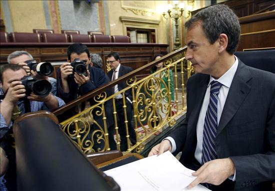 Zapatero ve con optimismo el fin de la recesión pero Rajoy le acusa de mentir